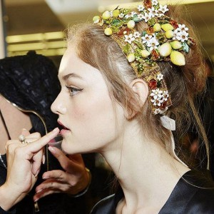ITALIAISLOVE.-DolceGabbana-Spring-Summer-2016-Womens-Fashion-Show-backstage.-DGss16-DGfamily-dolcega2